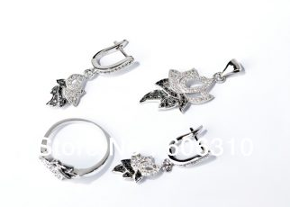 Jewelry Lovers Love Silver